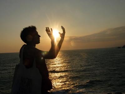 amb el sol entre les mans